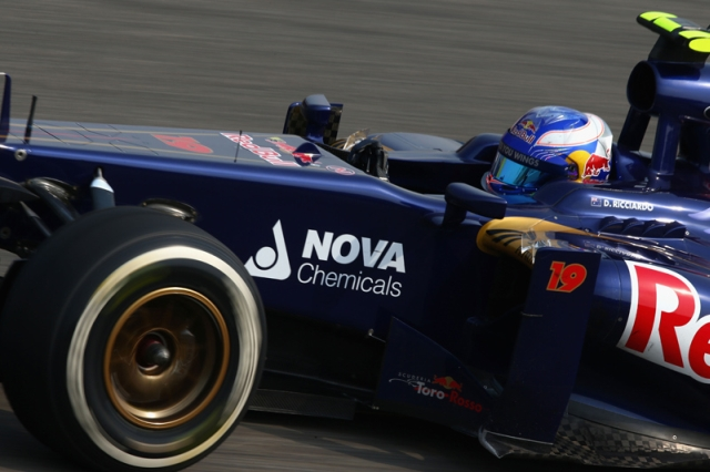 Daniel-Ricciardo-car-2